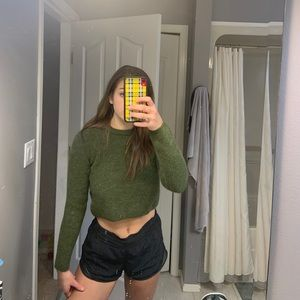 NEW WITH TAGS Zara cropped green sweater!!